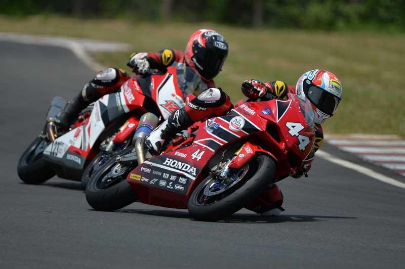 MotoWish-ARRC-2017-Round-5-AP-Honda-Racing-Thailand-No.44-Mook-Ladda-2