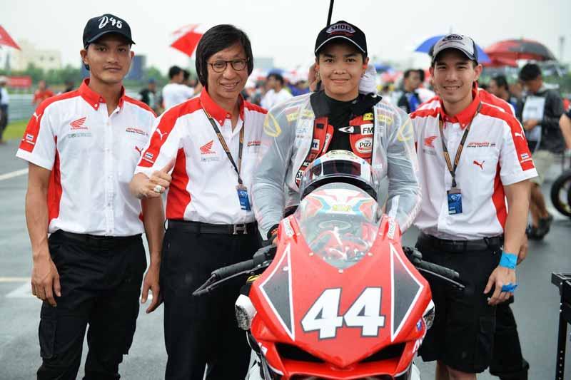MotoWish-ARRC-2017-Round-5-AP-Honda-Racing-Thailand-No.44-Mook-Ladda-3
