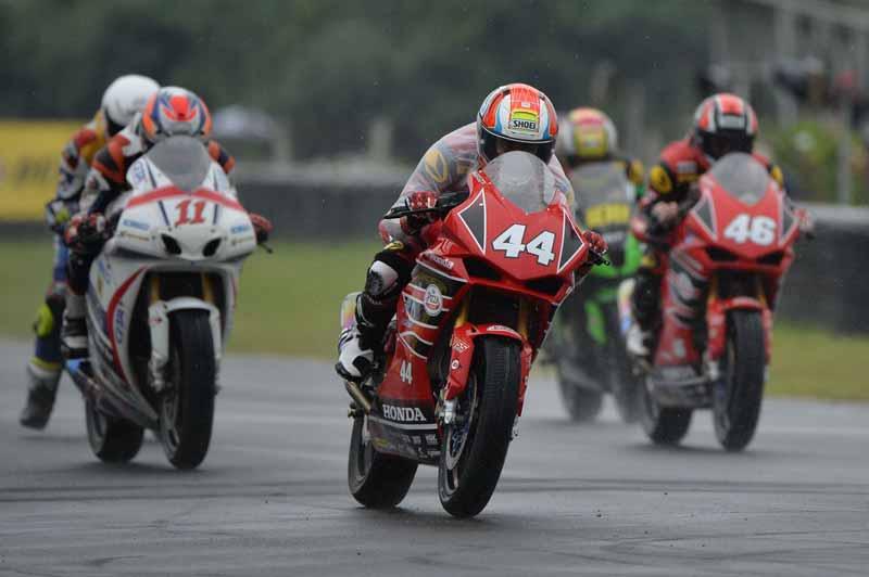 MotoWish-ARRC-2017-Round-5-AP-Honda-Racing-Thailand-No.44-Mook-Ladda-4