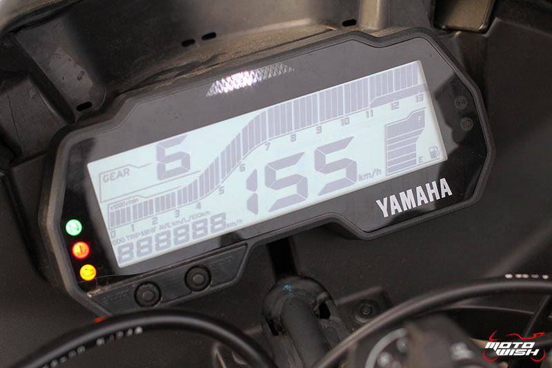 MotoWish-Review-Yamaha-YZF-R15-2017-26