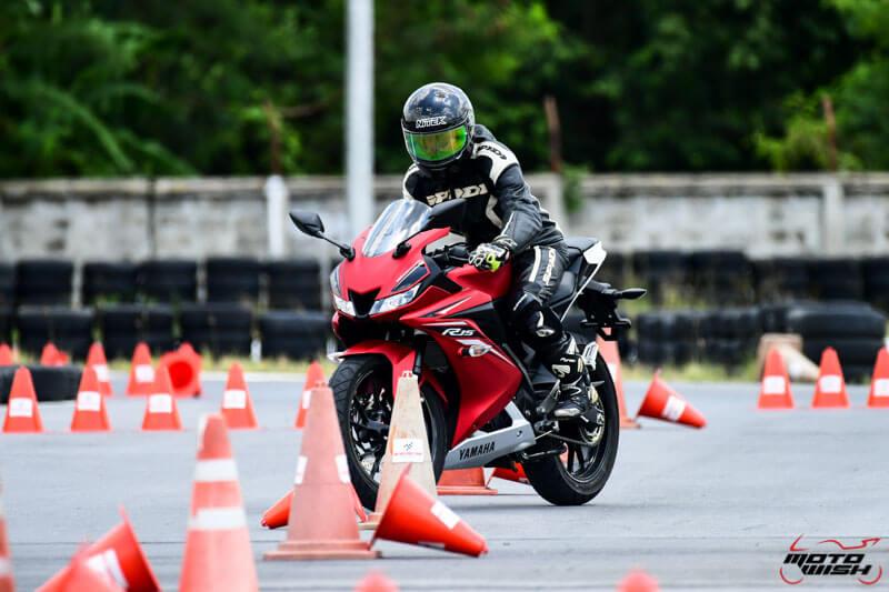 MotoWish-Review-Yamaha-YZF-R15-2017-4