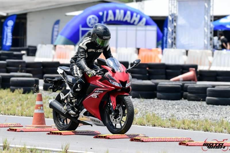 MotoWish-Review-Yamaha-YZF-R15-2017-6