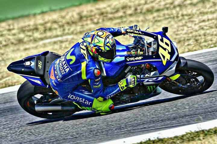 "MotoWish Rossi successfully wraps up second Test 1 - ""Rossi หวดลืมหัก"" โชว์สเต็ป 18 ลงลั่นแทรคอีกครั้ง ด้วยรถทดสอบ Yamaha YZF-R1M - งงกันไปทั้งบางเมื่อพ่อหมอ Valentino Rossi ที่กำลังอยู่ในช่วงพักรักษาตัวเนื่องจากอุบัติเหตุ""ขาขวาหัก"" ได้ตัดสินใจคว้ากุญแจ Yamaha YZF-R1M ลงไปหวดลั่นสนาม เพื่อทดสอบสภาพร่างกายของตัวเอง และเป็นการตัดสินใจว่าจะลงแข่งขันในรายการ Gran Premio Movistar de Aragón ที่จะมีขึ้นในสุดสัปดาห์นี้ได้หรือไม่"