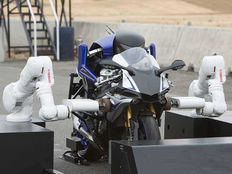 Motobot-version-2-vs-Rossi