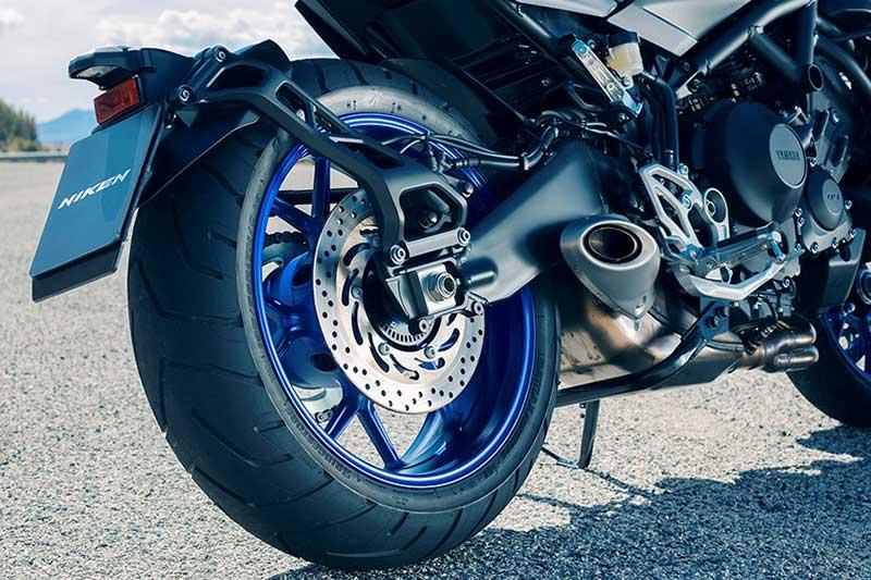 Yamaha Niken 1 - เผยโฉม Yamaha Niken รถ 3 ล้อสุดล้ำ ได้รับการยืนยัน ทำขายแน่นอน!! - หนึ่งในจักรยายนต์สุดล้ำที่ได้รับกล่าวถึงเป็นอย่างมาก นั่นคือ Yamaha Niken เจ้า 3 ล้อคันโต ที่เคยเห็นผ่านตาในรูปแบบรถคอนเซ็ป Yamaha MWT-9 ที่งานโตเกียว มอเตอร์โชว์ เมื่อปี 2015 ล่าสุดงานโตเกียว มอเตอร์โชว์ 2017 ค่าย Yamaha เผยโฉม