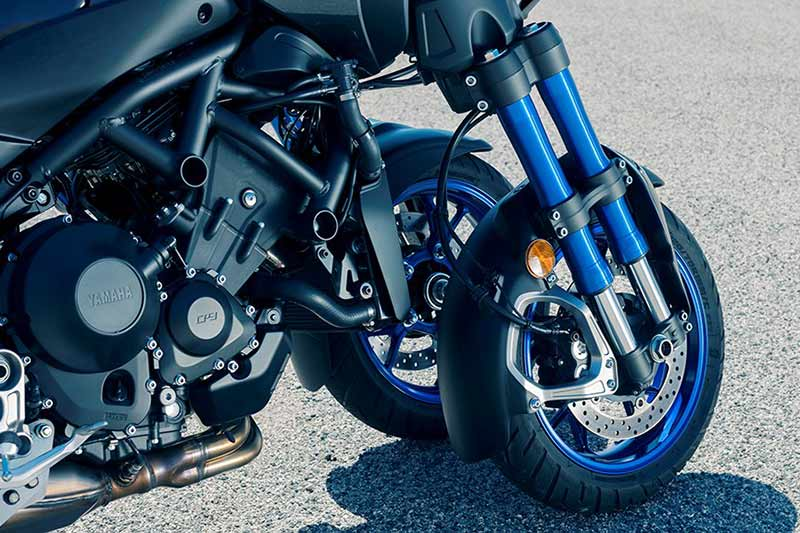 Yamaha Niken 3 - เผยโฉม Yamaha Niken รถ 3 ล้อสุดล้ำ ได้รับการยืนยัน ทำขายแน่นอน!! - หนึ่งในจักรยายนต์สุดล้ำที่ได้รับกล่าวถึงเป็นอย่างมาก นั่นคือ Yamaha Niken เจ้า 3 ล้อคันโต ที่เคยเห็นผ่านตาในรูปแบบรถคอนเซ็ป Yamaha MWT-9 ที่งานโตเกียว มอเตอร์โชว์ เมื่อปี 2015 ล่าสุดงานโตเกียว มอเตอร์โชว์ 2017 ค่าย Yamaha เผยโฉม