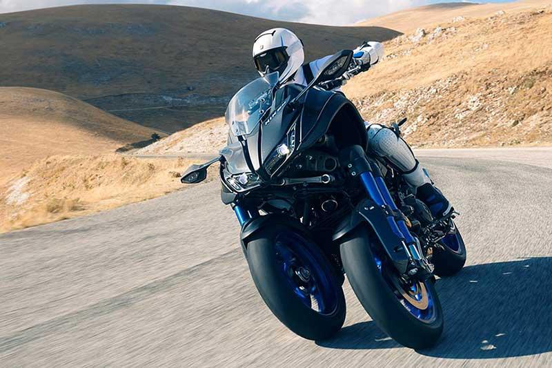 Yamaha Niken 7 - เผยโฉม Yamaha Niken รถ 3 ล้อสุดล้ำ ได้รับการยืนยัน ทำขายแน่นอน!! - หนึ่งในจักรยายนต์สุดล้ำที่ได้รับกล่าวถึงเป็นอย่างมาก นั่นคือ Yamaha Niken เจ้า 3 ล้อคันโต ที่เคยเห็นผ่านตาในรูปแบบรถคอนเซ็ป Yamaha MWT-9 ที่งานโตเกียว มอเตอร์โชว์ เมื่อปี 2015 ล่าสุดงานโตเกียว มอเตอร์โชว์ 2017 ค่าย Yamaha เผยโฉม