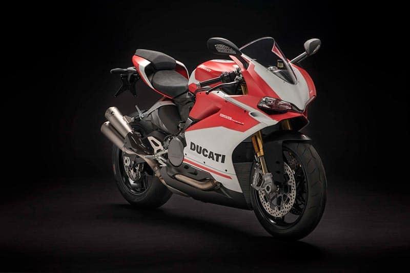 Ducati 959 Panigale Corse 2018 3 - เปิดตัว Ducati 959 Panigale Corse งามกว่าเดิม เพิ่มเติมออฟชั่น - ปล่อยให้รุ่นพี่ Ducati Panigale V4 เปิดตัวแบบเจิดจรัสไปแล้วถึง 3 รุ่น คราวนี้ถึงทีของซุปเปอร์ไบค์น้องเล็กอย่าง Ducati 959 Panigale ที่มาในเวอร์ชั่นพิเศษ ในนาม Ducati 959 Panigale Corse