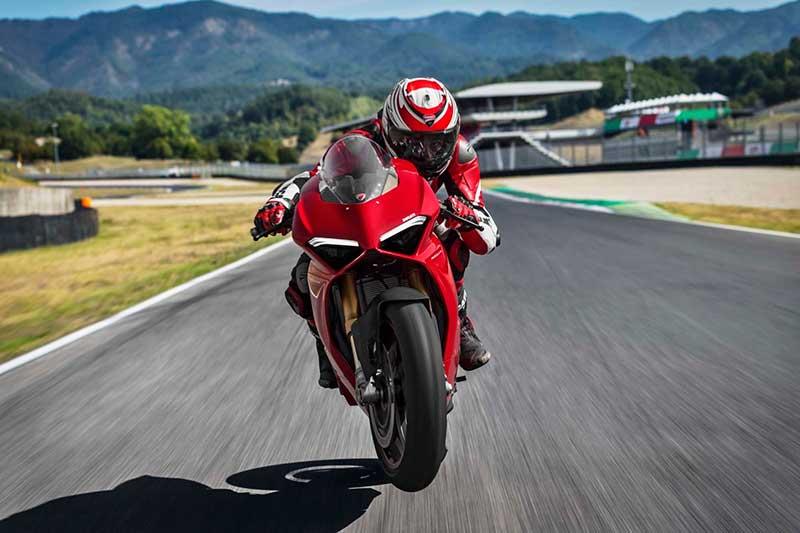 Ducati Panigale V4 เปิดตัวเต็มคัน บิดมันส์เต็มสูบ | MOTOWISH 40