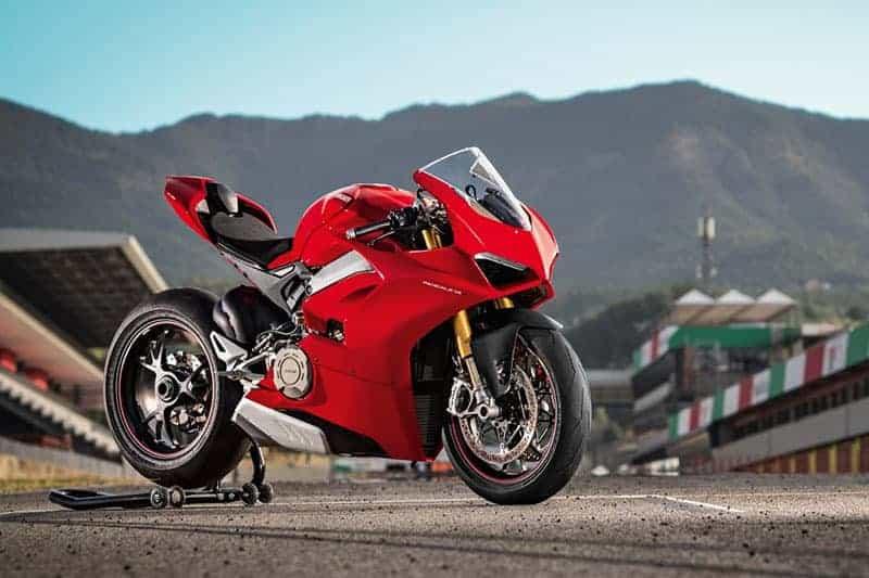 Ducati Panigale V4 เปิดตัวเต็มคัน บิดมันส์เต็มสูบ | MOTOWISH 42