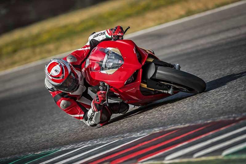 Ducati Panigale V4 เปิดตัวเต็มคัน บิดมันส์เต็มสูบ | MOTOWISH 39