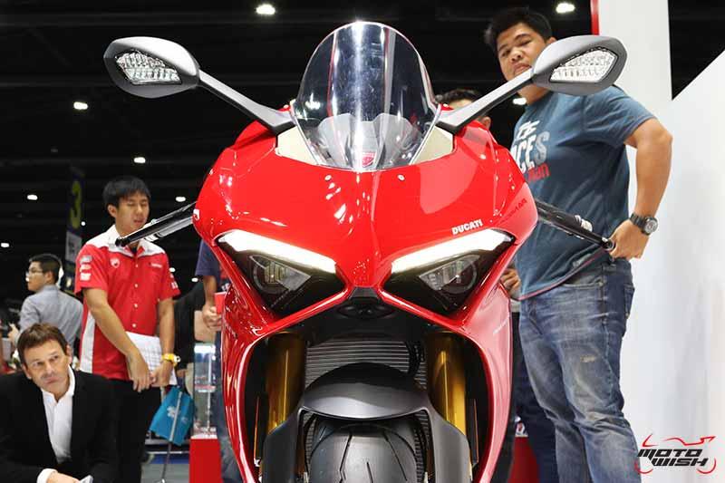 Ducati เผยโฉม Panigale V4 ครั้งแรกในไทย พร้อมเปิดราคาขายเริ่มต้น 949,000 บาท (Motor Expo 2017) | MOTOWISH 1