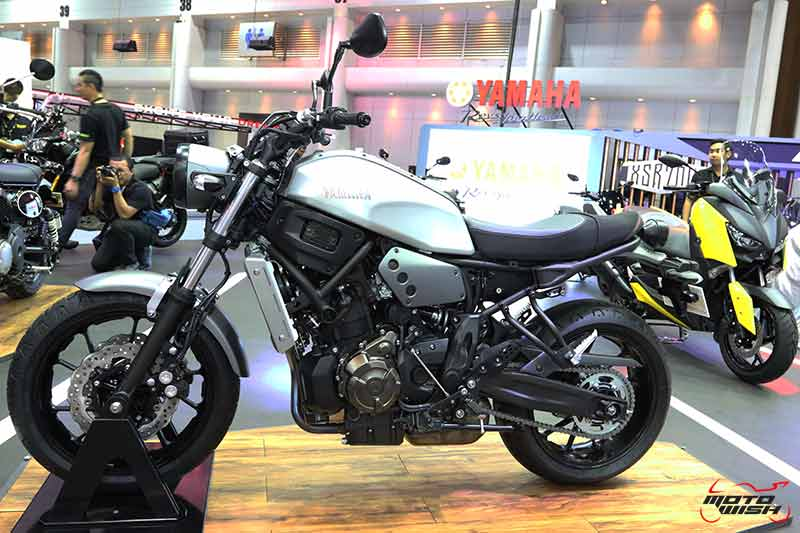 "MotoWish Motor Expo 2017 Yamaha XSR700 Price 1 - Yamaha เปิดตัวบิ๊กไบค์ใหม่ 2 รุ่น SCR950, XSR700 พร้อม M-SLAZ Limited Edition และ AEROX 155 สีใหม่ (Motor  Expo 2017) - ยามาฮ่าปลุกกระแสแห่งความเร้าใจครั้งใหม่ด้วยบูธแสดงภายใต้แนวคิด ""Yamaha Riders' Community"" ยกทัพรถจักรยานยนต์หลากหลายรุ่นครบซีรีย์ให้สาวกยามาฮ่าได้สัมผัสกันอย่างเต็มพิกัด พร้อมดึง Johann Zarco"