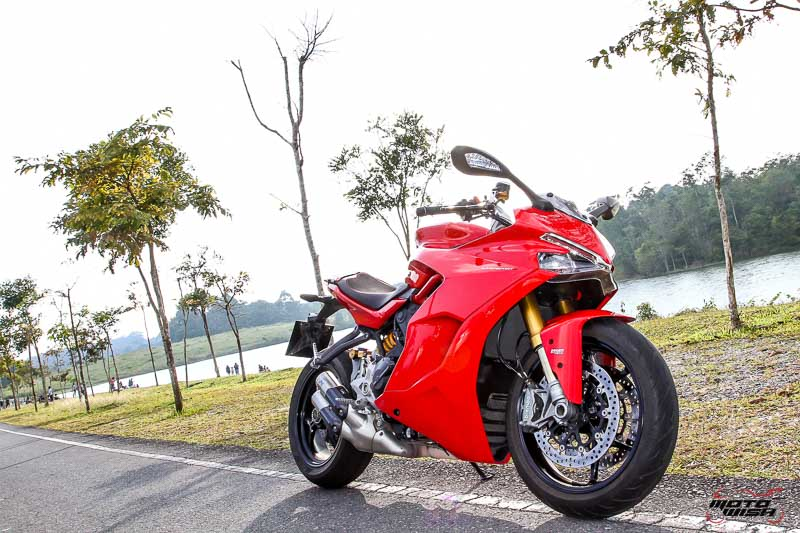 MotoWish-Review-Ducati-Supersport-S-2017-18