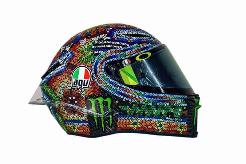 "Valentino Rossi winter test AGV Pista GP R Huichol helmet 1 - เผยโฉมหมวกกันน็อค AGV ลายใหม่ของ ""รอสซี่"" ที่จะใช้ในการทดสอบ Winter Test 2018 - เผยโฉมแล้ว หมวกกันน็อคลายใหม่ของ ""พ่อหมอ"" วาเลนติโน่ รอสซี่ ที่จะใช้ในการทดสอบรถในโปรแกรม Winter Test  2018 นี้ สำหรับหมวกลายใหม่ใบนี้ได้รับแรงบันดาลใจมาจาก"