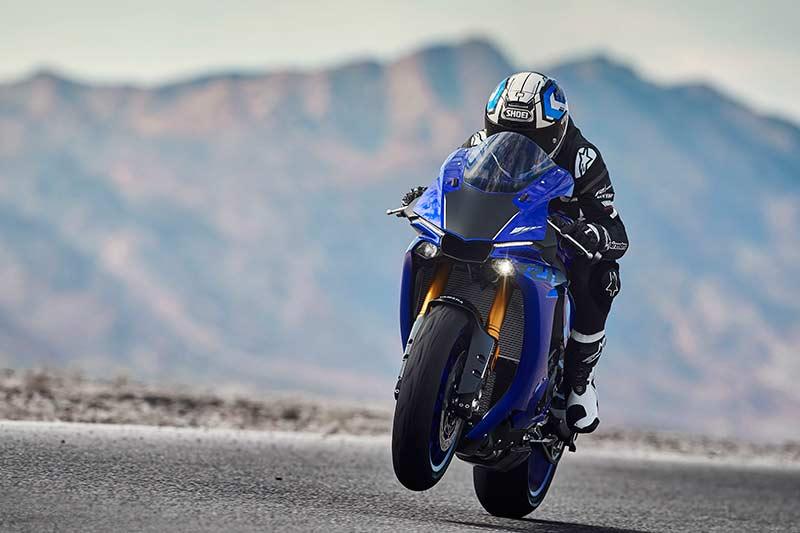 Yamaha R1 & R1M 2018 อัพเกรดออฟชั่น ยกระดับความมันส์ในการขับขี่   MOTOWISH 48