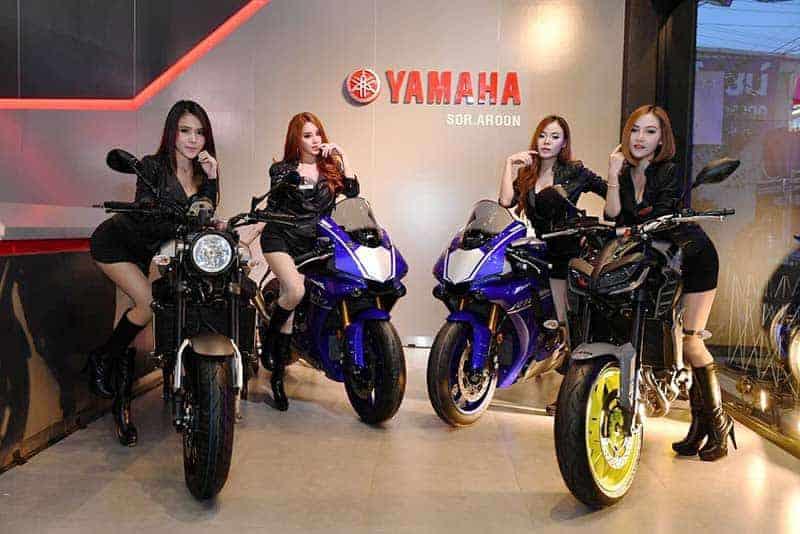 """Yamaha Riders' club Nakornsawan 6 - Yamaha รุกตลาดบิ๊กไบค์ภาคกลาง ทุ่มงบกว่า 50 ล้านเปิดโชว์รูม """"ยามาฮ่า ไรเดอร์ส คลับ นครสวรรค์"""" - นายประพันธ์ พลธนะวสิทธิ์ (คนกลาง) รองประธานกรรมการบริหาร พร้อมด้วยผู้บริหารระดับสูง บริษัท ไทยยามาฮ่ามอเตอร์ จำกัด และนายสมเกียรติ อรุณวรากรณ์ (คนที่ 4 จากซ้าย) กรรมการผู้จัดการ บริษัท ส.อรุณ เซลส์เซอร์วิสเซ็นเตอร์ จำกัด ร่วมทำพิธีเปิดโชว์รูม Yamaha Riders' club Nakhonsawan โดย ส.อรุณ เซลส์เซอร์วิสเซ็นเตอร์"""