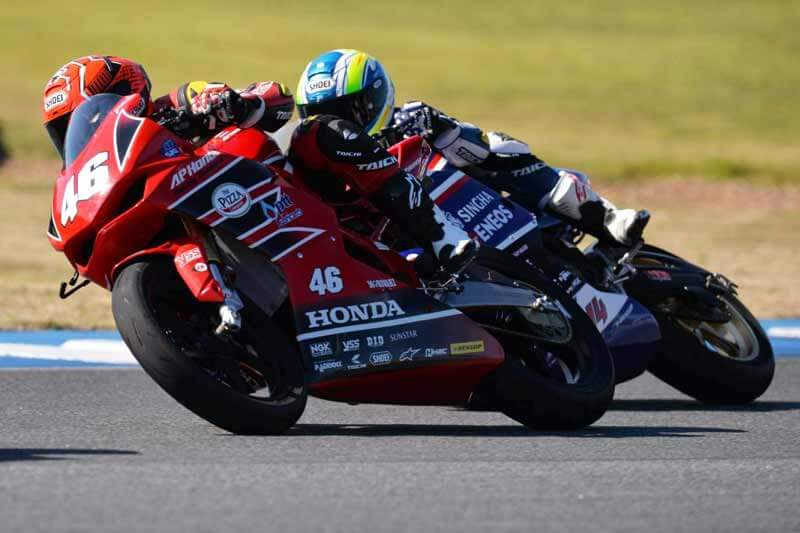 Asia-Road-Racing-2017-Race-2-AP250-2