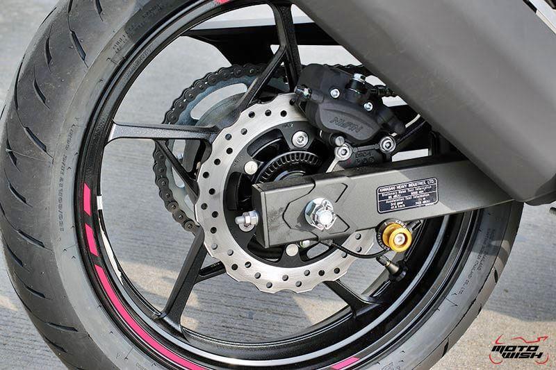 MotoWish Kawasaki-Ninja-400 (17)