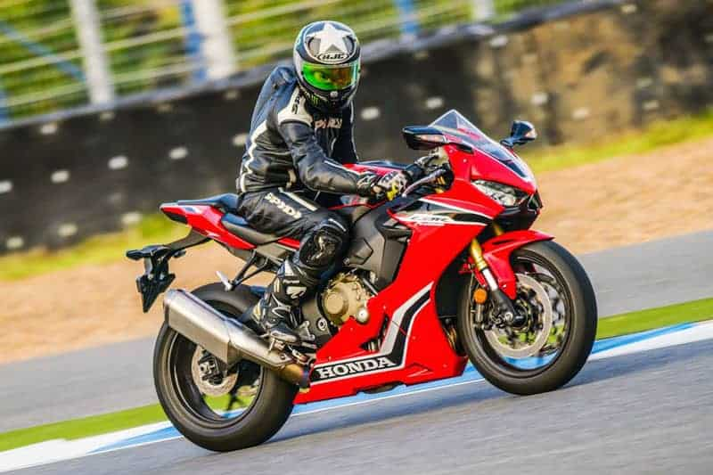 MotoWish-Review-CBR1000RR-2017-etc