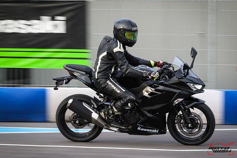 MotoWish-Review-Ninja-400-2018-15-1