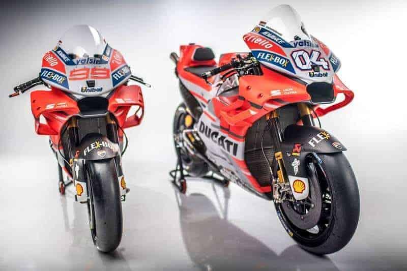 Ducati Desmosedici GP18 3 - Ducati เปิดตัวเครื่องจักรสังหาร Desmosedici GP18 สวยล้ำ ทันสมัยในทุกมุมมอง - ค่าย Ducati เตรียมพร้อมลุยศึก MotoGP 2018 เปิดตัวเครื่องจักรสังหารลำใหม่ ที่เมือง โบโลญญา ประเทศอิตาลี โดยมี 2 คู่หูทีมเมท Jorge Lorenzo และ Andrea Dovizioso เป็นผู้หมอบยานแม่ออกมาเผยโฉมด้วยตัวเอง
