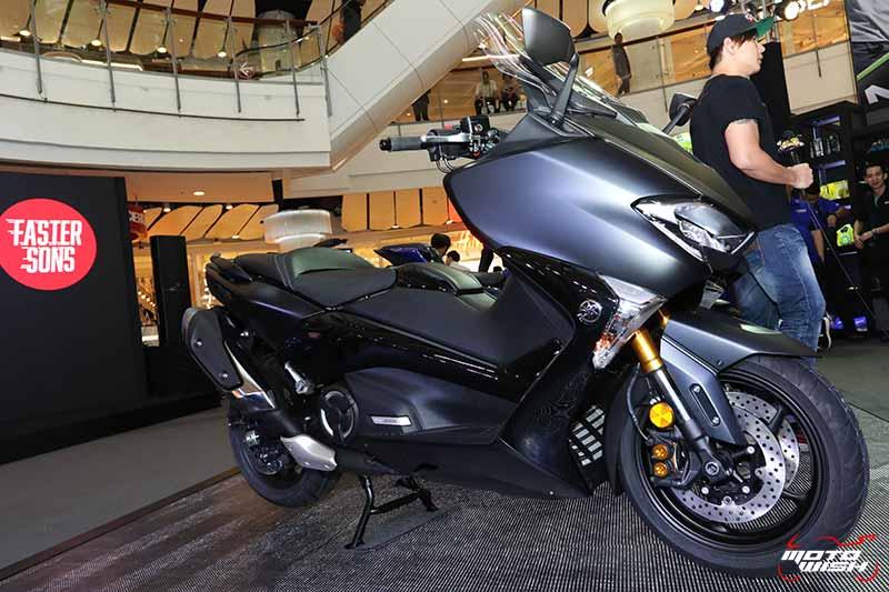 MotoWish-New-Yamaha-T-Max-DX-Liquid-Darkness-BMF-2018-1