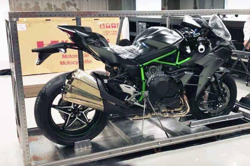 แกะกล่องส่อง Kawasaki Ninja H2 Carbon คันแรกในประเทศอินโดนีเซีย จากจำนวน 120 คัน ทั่วโลก | MOTOWISH 50