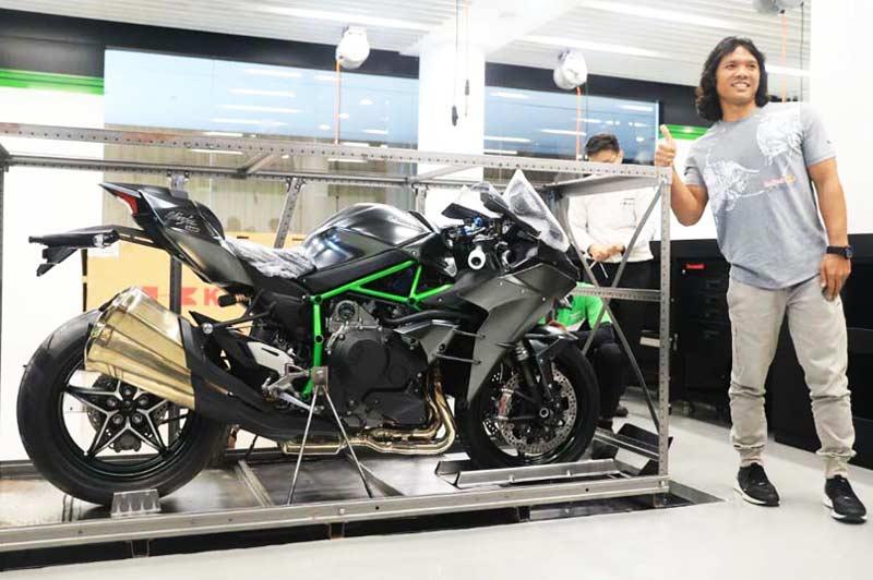 แกะกล่องส่อง Kawasaki Ninja H2 Carbon คันแรกในประเทศอินโดนีเซีย จากจำนวน 120 คัน ทั่วโลก | MOTOWISH 49