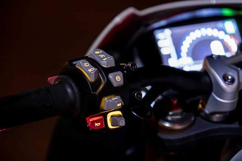 Triumph เผยโฉม Speed Triple S และ RS ใหม่ อัพเกรดอุปกรณ์ล้ำ เติมขุมพลังแบบจัดเต็ม   MOTOWISH 42