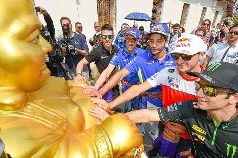 """motogp thailand activity 7 - """"นักแข่งโมโตจีพี"""" ปลื้มความงามวัดไทย """"บิ๊กตู่"""" เปิดทำเนียบต้อนรับ มั่นใจ """"โมโตจีพีไทยแลนด์"""" ช่วยยกระดับความสัมพันธ์ระหว่างประเทศ - ความเคลื่อนไหวการจัดการแข่งขันจักรยานยนต์ทางเรียบชิงแชมป์โลก """"โมโตจีพี"""" รายการ """"พีทีที ไทยแลนด์ กรังด์ปรีซ์ 2018"""" ระหว่างวันที่ 5-7 ตุลาคม ที่สนาม ช้าง อินเตอร์เนชั่นแนล เซอร์กิต จ.บุรีรัมย์ โดยเหล่านักแข่งระดับโลก"""