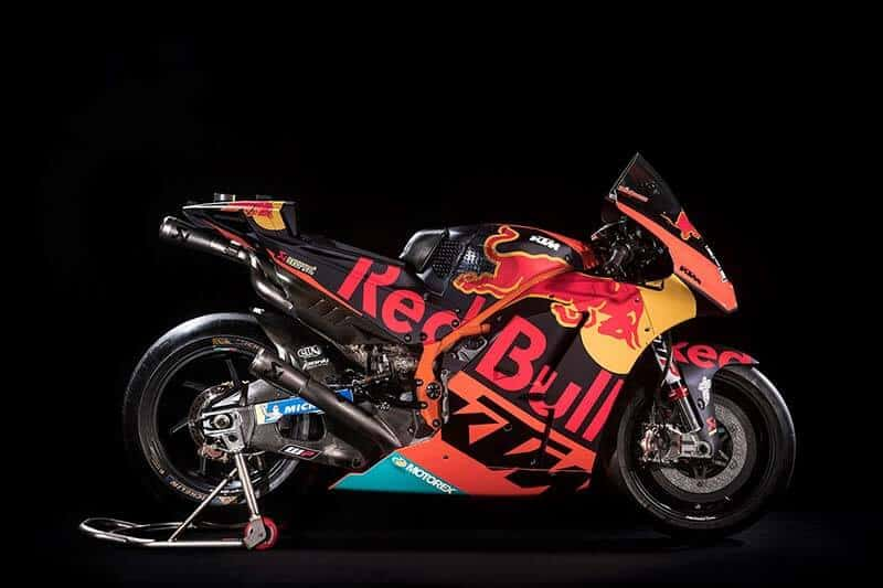 """KTM RC16 2018 - Red Bull KTM Factory Racing เผยโฉม """"กระทิงดุสีส้ม"""" เตรียมใช้ล่าแชมป์ปี 2018 - เป็นปีที่ 2 ของการแข่งขันในรายการใหญ่ Red Bull KTM Factory Racing เผยโฉมรถแข่ง MotoGP ประจำปี 2018 ให้เห็นกันแล้ว โดยลายกราฟิกของตัวรถยังเป็น """"สีส้ม"""" ตามสีของค่าย และรูป """"กระทิงดุ"""" ตามสัญลักษณ์ของ Red Bull ผู้สนับสนุนหลักอย่างเช่นเคย"""