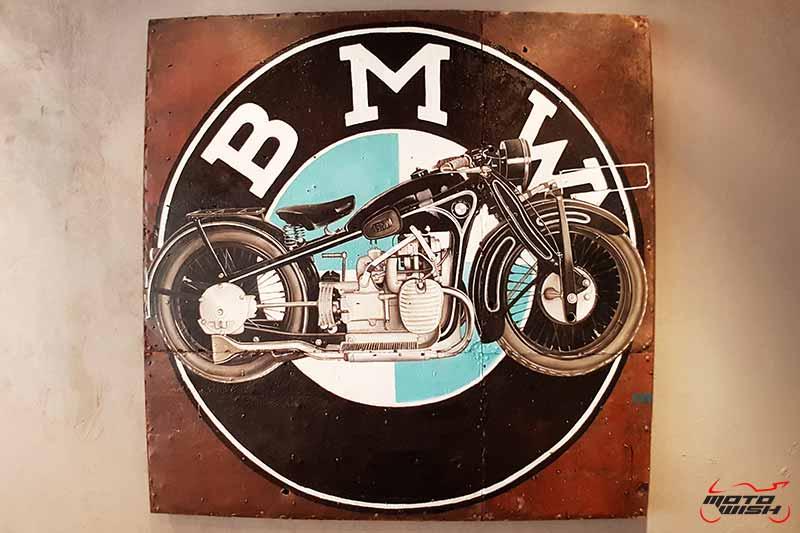 พาเพลินย่านรถหรู กาแฟหอม อาหารอร่อย ที่ร้าน Luka Moto By MF Motorrad | MOTOWISH 63