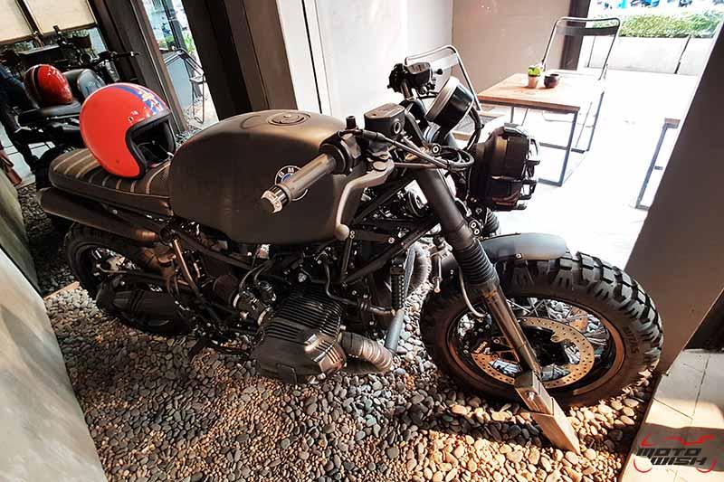 พาเพลินย่านรถหรู กาแฟหอม อาหารอร่อย ที่ร้าน Luka Moto By MF Motorrad | MOTOWISH 52