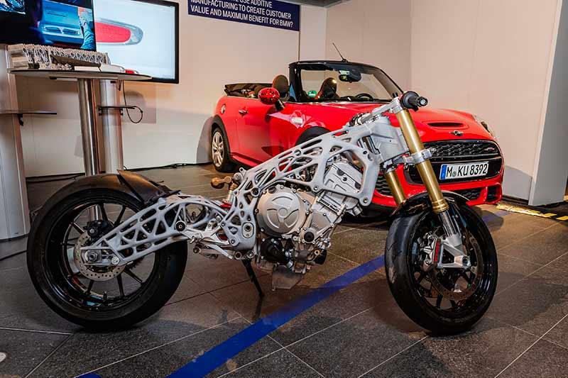 BMW ปล่องของ โชว์ตัวถัง และสวิงอาร์ม BMW S1000RR แบบ 3D Print | MOTOWISH 49