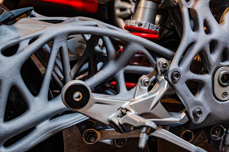 BMW ปล่องของ โชว์ตัวถัง และสวิงอาร์ม BMW S1000RR แบบ 3D Print | MOTOWISH 50