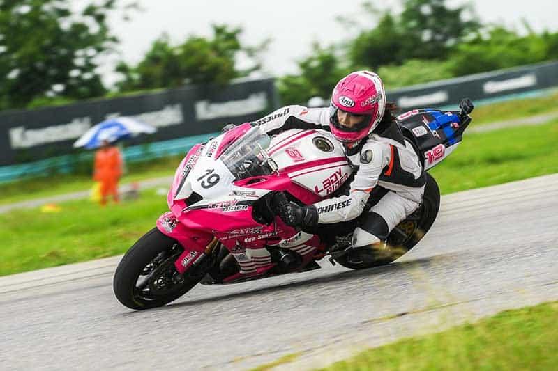 """KRRC 2018 1 - Kawasaki เปิดฉากความมันส์เร้าใจ ในรายการแข่งขันสนามแรกของปี """"KRRC 2018"""" - บริษัทคาวาซากิ มอเตอร์ เอ็นเตอร์ไพรส์(ประเทศไทย) จำกัดมุ่งมั่นที่จะส่งมอบประสบการณ์ที่ดีให้แก่ลูกค้าผู้ใช้รถจักรยานยนต์อย่างต่อเนื่องKawasaki Road Racing Championship 2018 ที่จัดขึ้นนี้เป็นกิจกรรมเพื่อมอบความสนุกสนาน ความตื่นเต้นให้กับลูกค้าที่ร่วมกิจกรรม"""