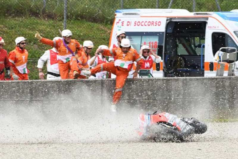 ช็อตบินสุดช็อค!!! มิเคลเล่ ปริโล่ ควบรถ Ducati MotoGP เบรคหน้ากระเด็นที่ความเร็ว 350 กม./ชม. | MOTOWISH 3