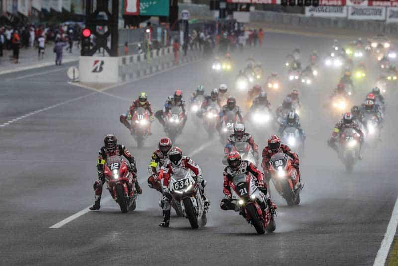 5 คลิปไฮไลท์ช็อตเด็ด การแข่งขัน Suzuka Endurance 8 Hours 2018 ฝ่าสายฝนยันมืดสุดทรหด | MOTOWISH