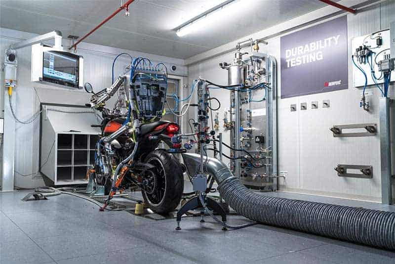 Akrapovic สุดล้ำ สร้างหุ่นยนต์ทดสอบท่อไอเสียบนเครื่องไดโน่ | MOTOWISH 2