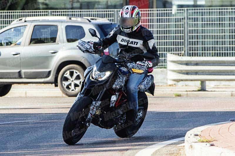 อะไร ยังไง? แอบถ่าย Ducati Hypermotard โฉมใหม่ การกลับมาอีกครั้งในปี 2019   MOTOWISH 2
