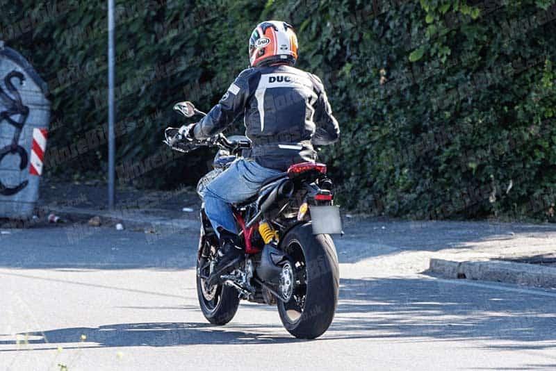 อะไร ยังไง? แอบถ่าย Ducati Hypermotard โฉมใหม่ การกลับมาอีกครั้งในปี 2019   MOTOWISH 3