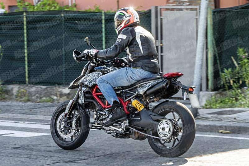 อะไร ยังไง? แอบถ่าย Ducati Hypermotard โฉมใหม่ การกลับมาอีกครั้งในปี 2019   MOTOWISH 4