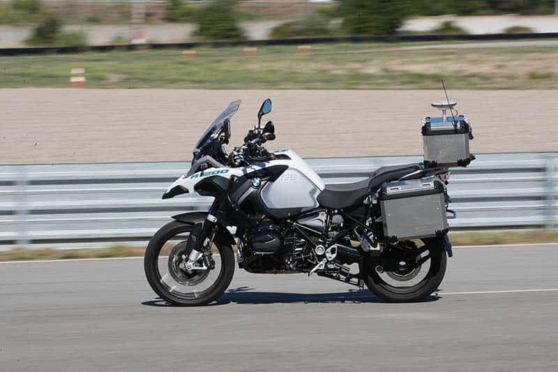 BMW ทดสอบเทคโนโลยีไร้คนขี่ และการป้องกันอุบัติเหตุกับรุ่น R1200GS | MOTOWISH 5
