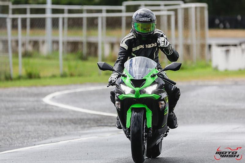 รีวิว Kawasaki Ninja ZX-6R 2019 #DNA จากสนามแข่ง สู่ความเร้าใจบนท้องถนน | MOTOWISH 54