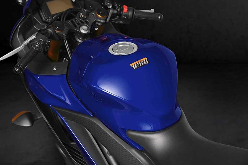 เปิดตัวอย่างเป็นทางการ Yamaha YZF-R3 2019 โฉบเฉี่ยว ล้ำสมัย ดีไซน์ถอดแบบตัวแข่ง M1 | MOTOWISH 3