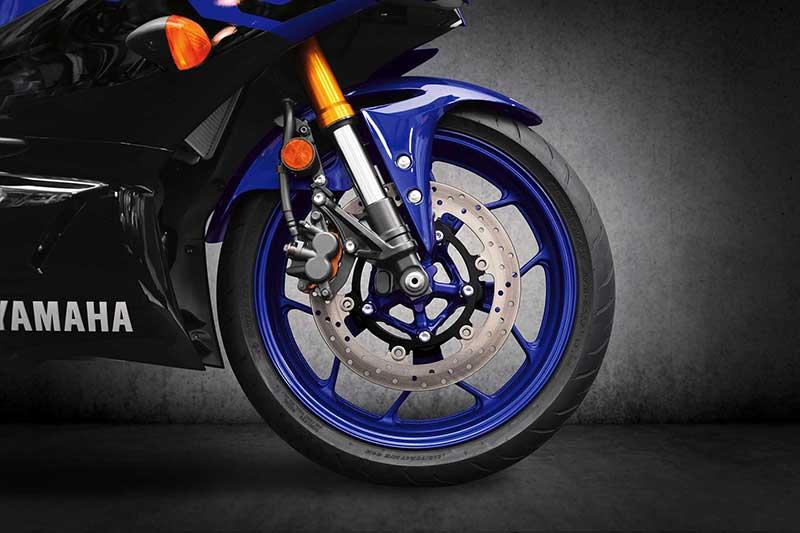 เปิดตัวอย่างเป็นทางการ Yamaha YZF-R3 2019 โฉบเฉี่ยว ล้ำสมัย ดีไซน์ถอดแบบตัวแข่ง M1 | MOTOWISH 4