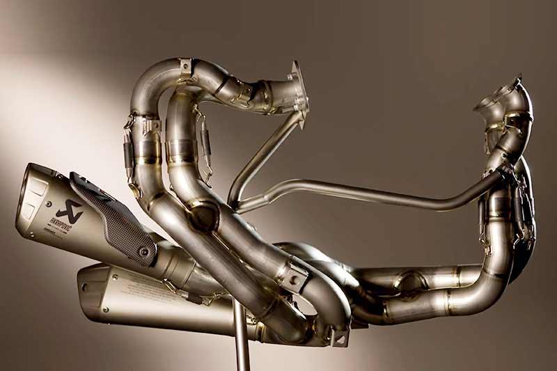 สุดยันท่อ ชมงานดีไซน์ และการผลิตท่อไอเสีย Panigale V4 ผลงานการร่วมมือระหว่าง Ducati และ Akrapovic | MOTOWISH