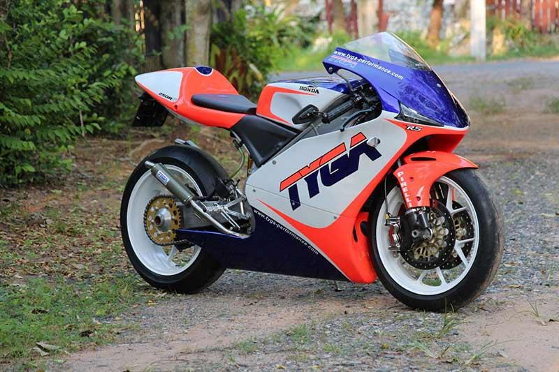 สำนักแต่งไทย TYGA Performance จับ Honda RS250R รถแข่ง World GP แต่งพร้อมใช้ในเวอร์ชั่นถนน | MOTOWISH 3