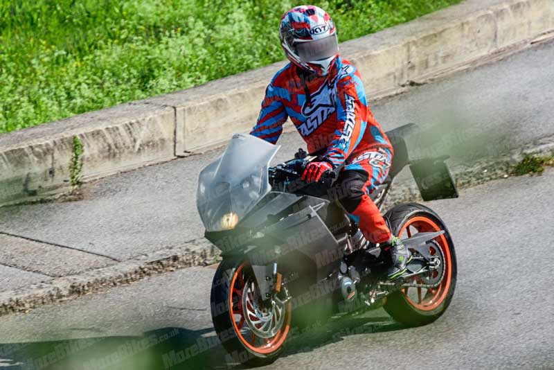 หลุดภาพทดสอบรถจักรยานยนต์ที่คาดว่าจะเป็น KTM RC390 รุ่นใหม่   MOTOWISH 2
